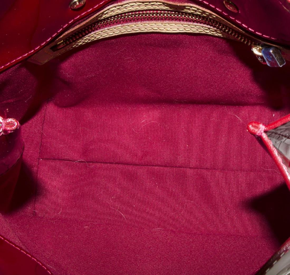 LOUIS VUITTON 'READE' RED MONOGRAM VERNIS BAG - 4
