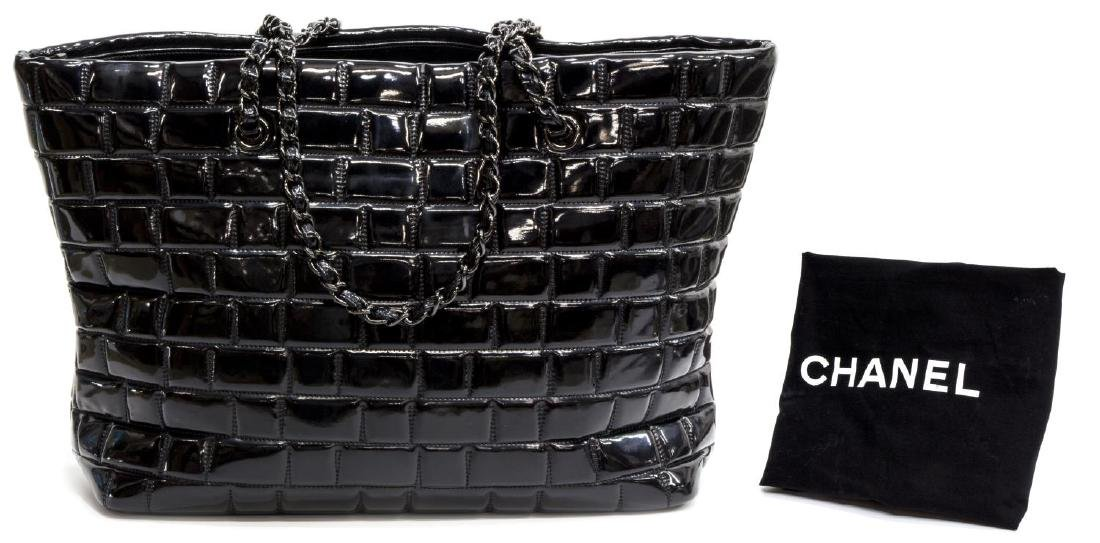 CHANEL BLACK PATENT LEATHER LARGE CC TOTE - 2