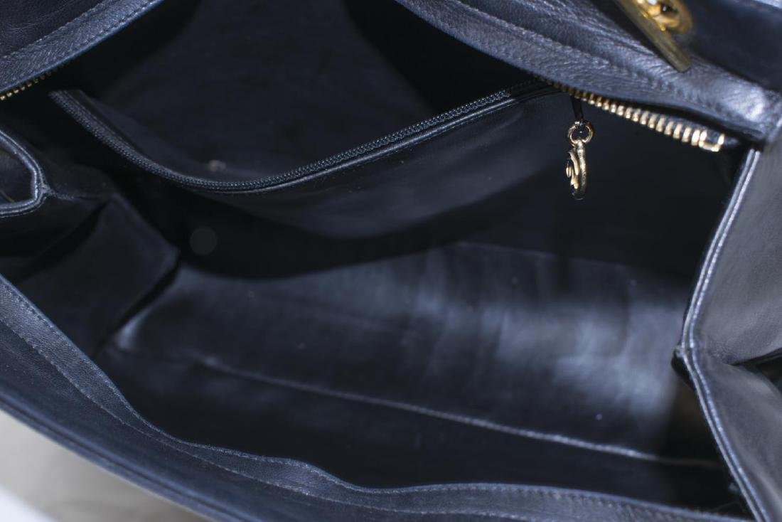 VINTAGE CHANEL BLACK LEATHER CC TOTE BAG - 4