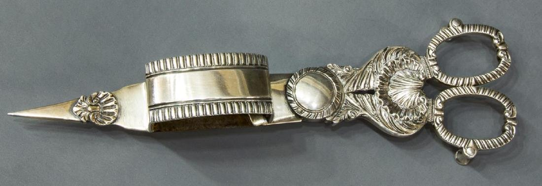 VICTORIAN STERLING SILVER WICK TRIMMER / SNUFFER