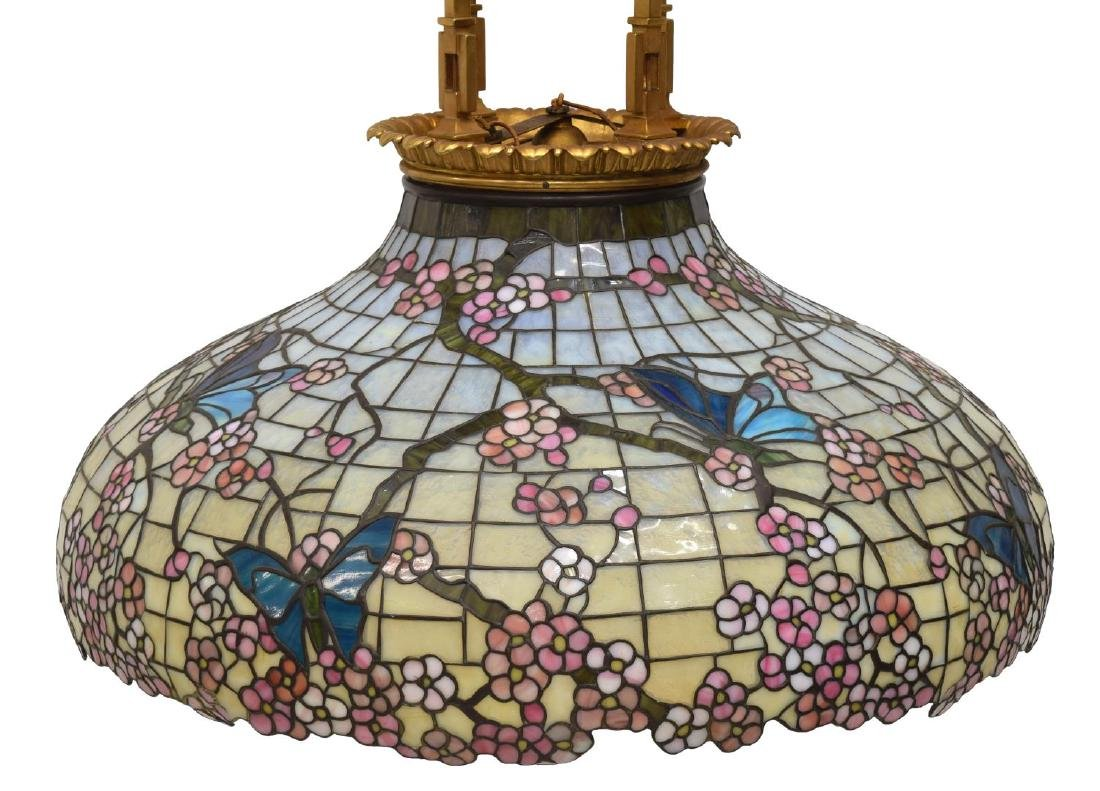 TIFFANY STYLE STAINED GLASS CHANDELIER