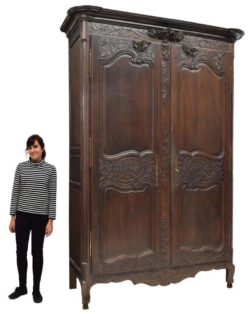 LOUIS XV STYLE HIGHLY CARVED OAK ARMOIRE, 19TH C. - 2