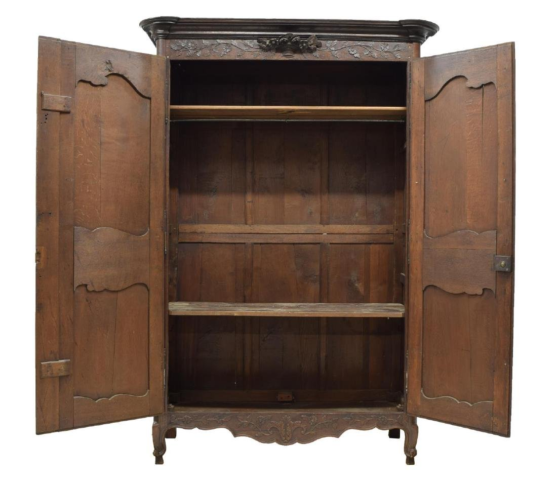LOUIS XV STYLE HIGHLY CARVED OAK ARMOIRE, 19TH C. - 3