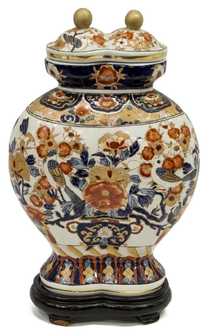 ANTIQUE JAPANESE IMARI PALETTE COVERED DOUBLE URN - 2