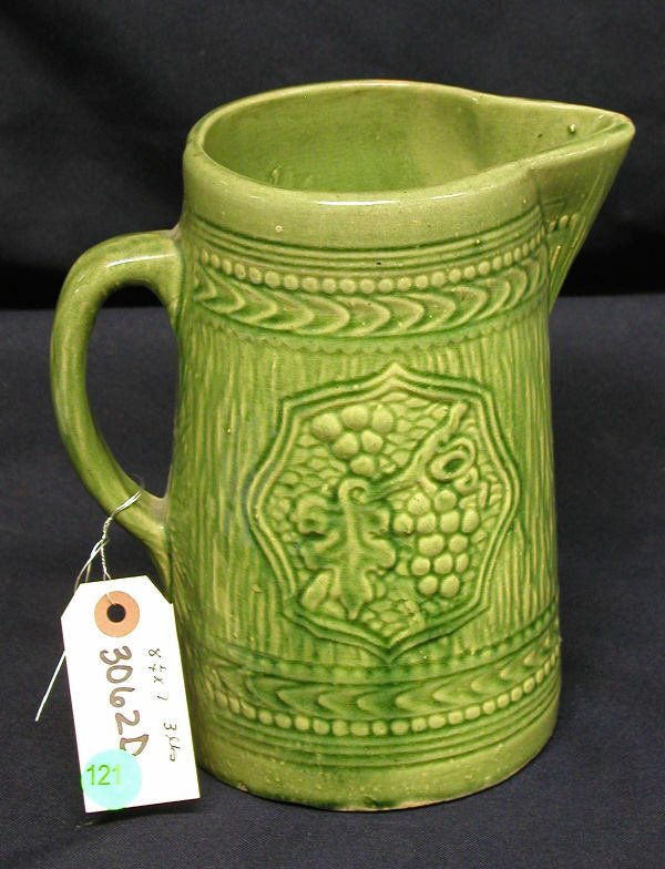 121: STONEWARE PITCHER GREEN GRAPES LIGHT GREEN WITH V