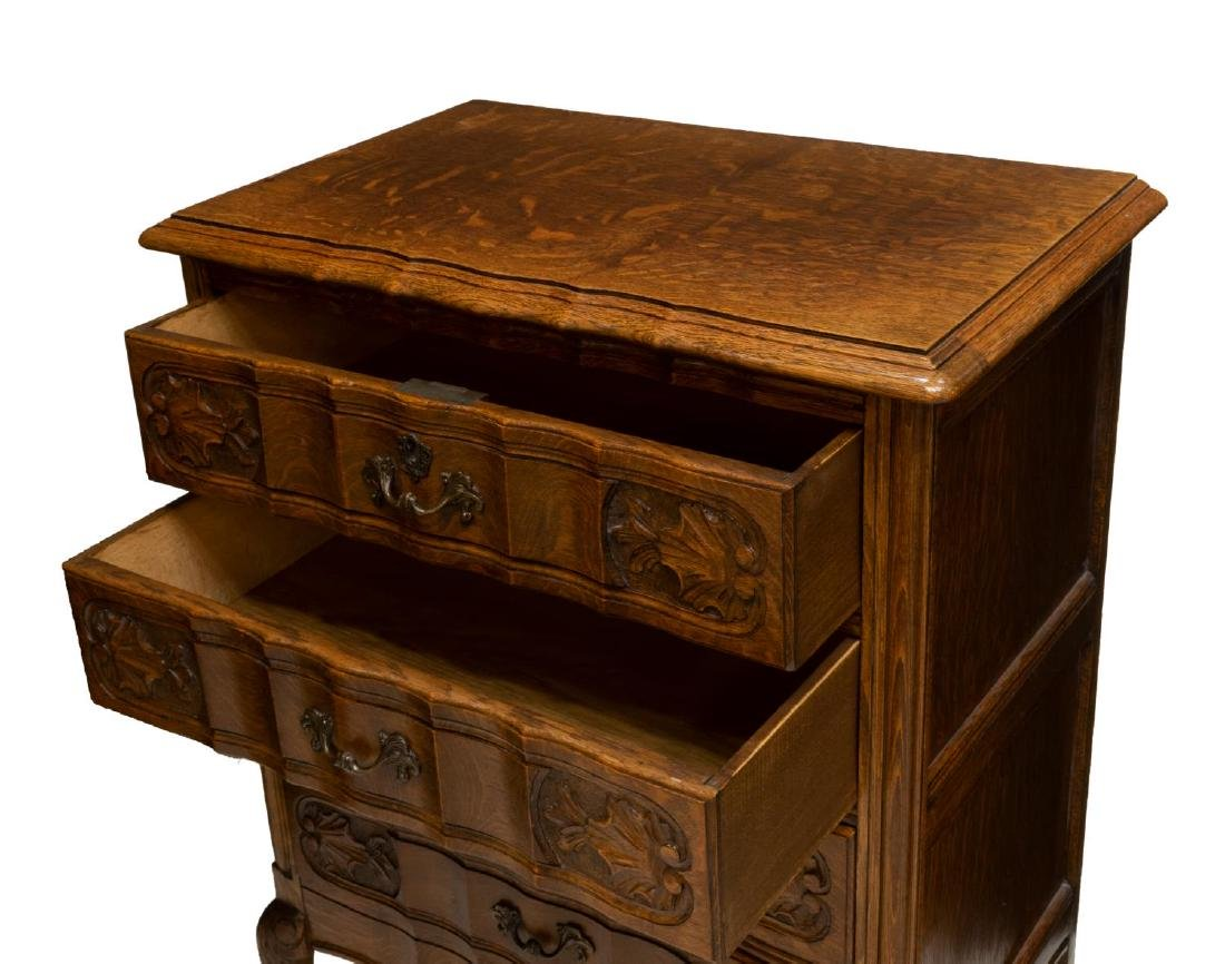 PETITE LOUIS XV STYLE FIGURED OAK CHEST OF DRAWERS - 3