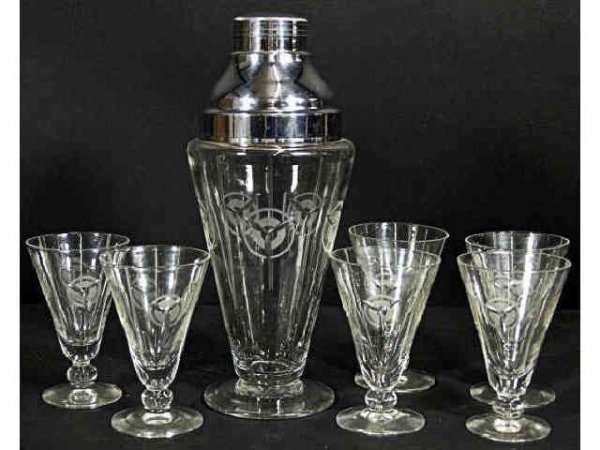 513: ITALIAN ART DECO ETCHED GLASS MARTINI COCKTAIL SET
