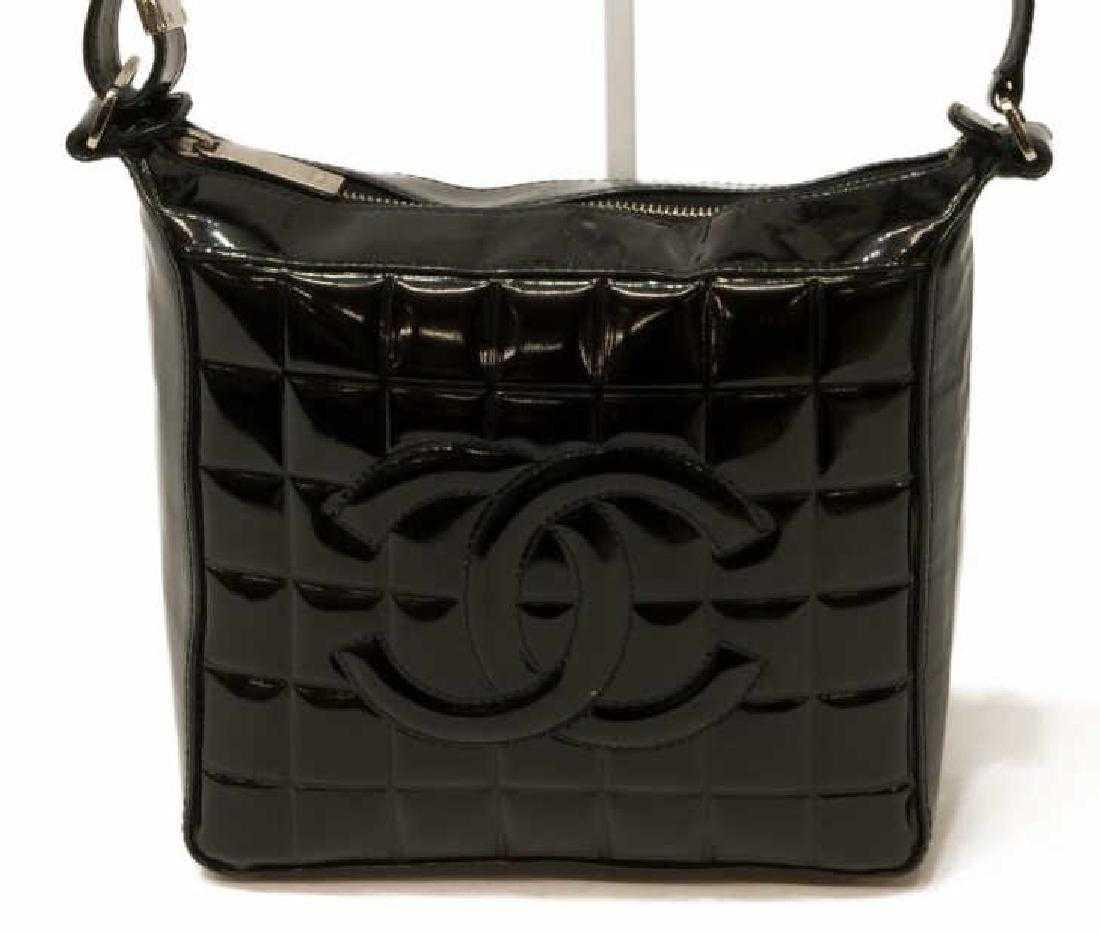 47236e01c955 CHANEL BLACK 'CHOCOLATE BAR' PATENT LEATHER BAG