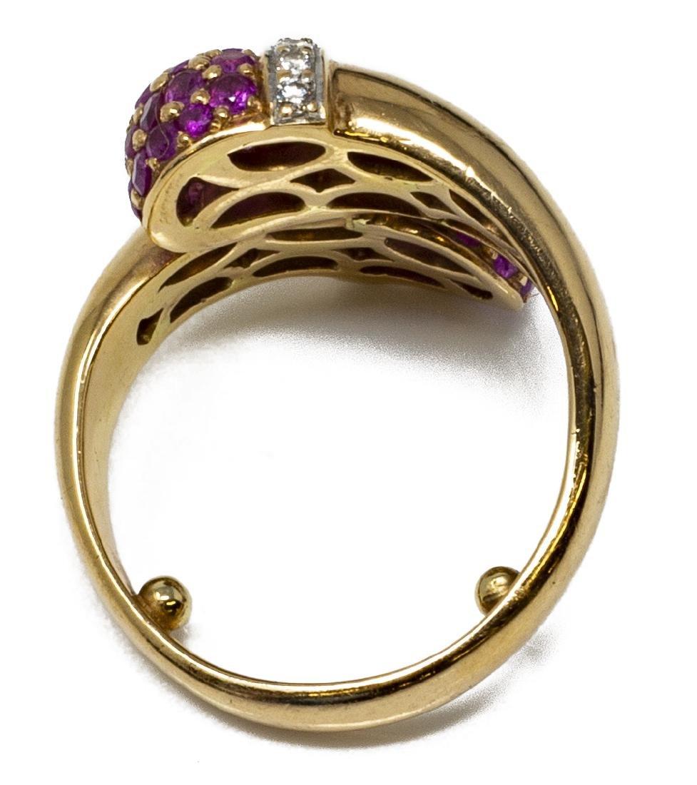 ESTATE 18KT GOLD, RUBY & DIAMOND DESIGN RING - 2