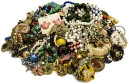 (LOT) LARGE COLLECTION OF VINTAGE COSTUME JEWELRY