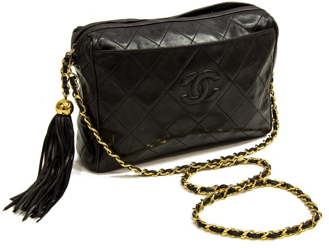 a90f8d1c776a46 VINTAGE CHANEL BLACK QUILTED LEATHER CAMERA BAG