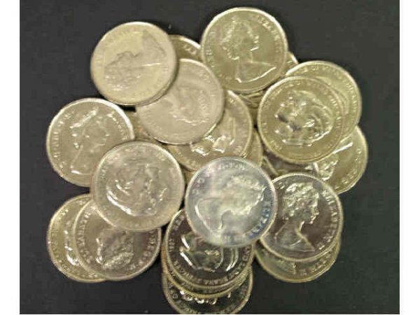 24: LOT OF 1981 CROWN WEDDING COMMEMORATIVE COINS