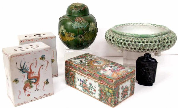 510: GROUP OF ASIAN PORCELAIN ARTICLES, SNUFF BOTTLE