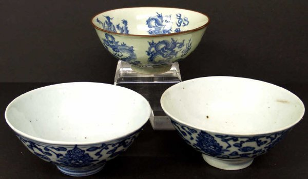 515: THREE ASIAN BLUE & WHITE PORCELAIN RICE BOWLS