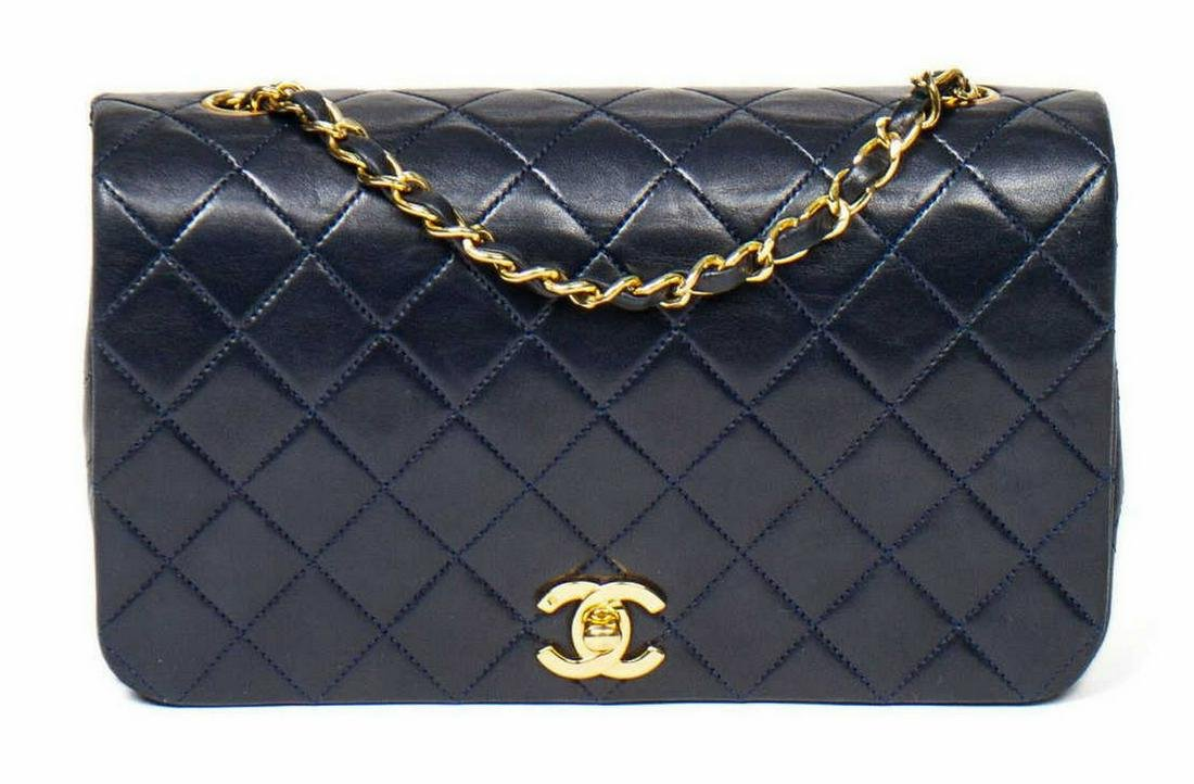 CHANEL FLAP SHOULDER BAG IN NAVY QUILTED LEATHER