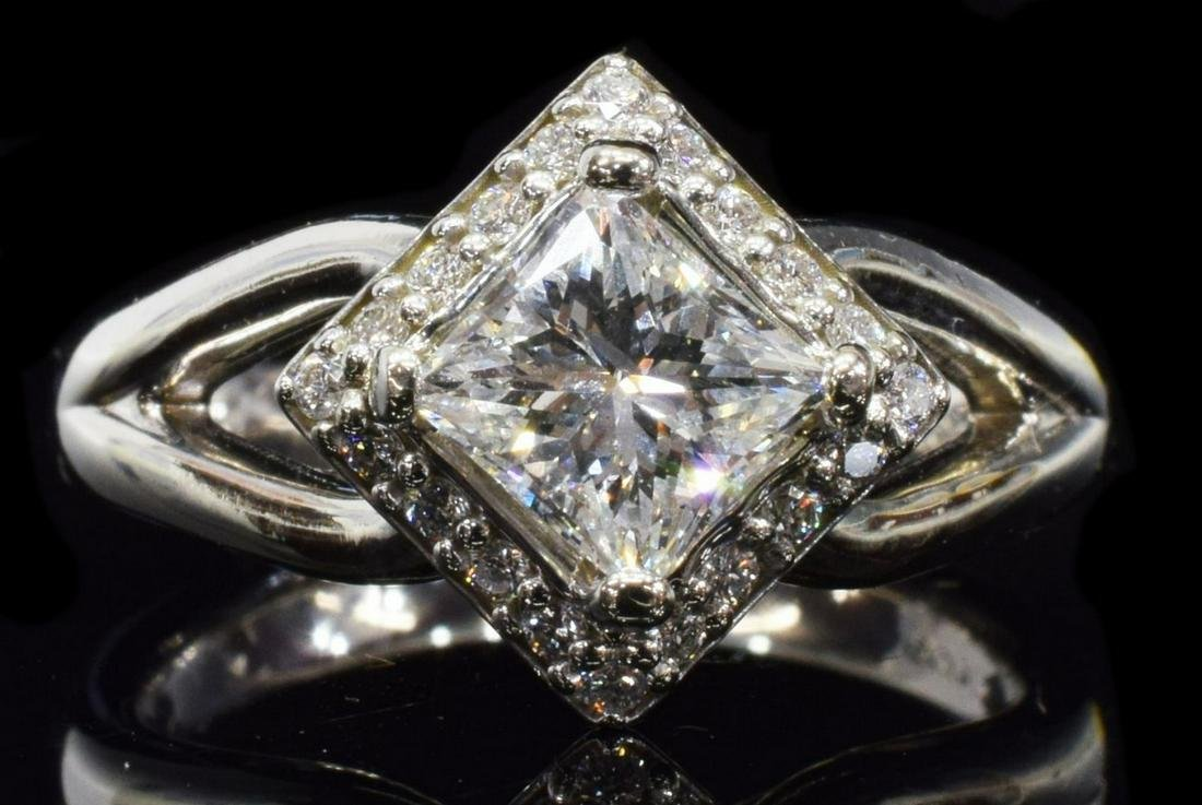 ESTATE 14KT WG & APPROX 1.20CTTW DIAMOND HALO RING