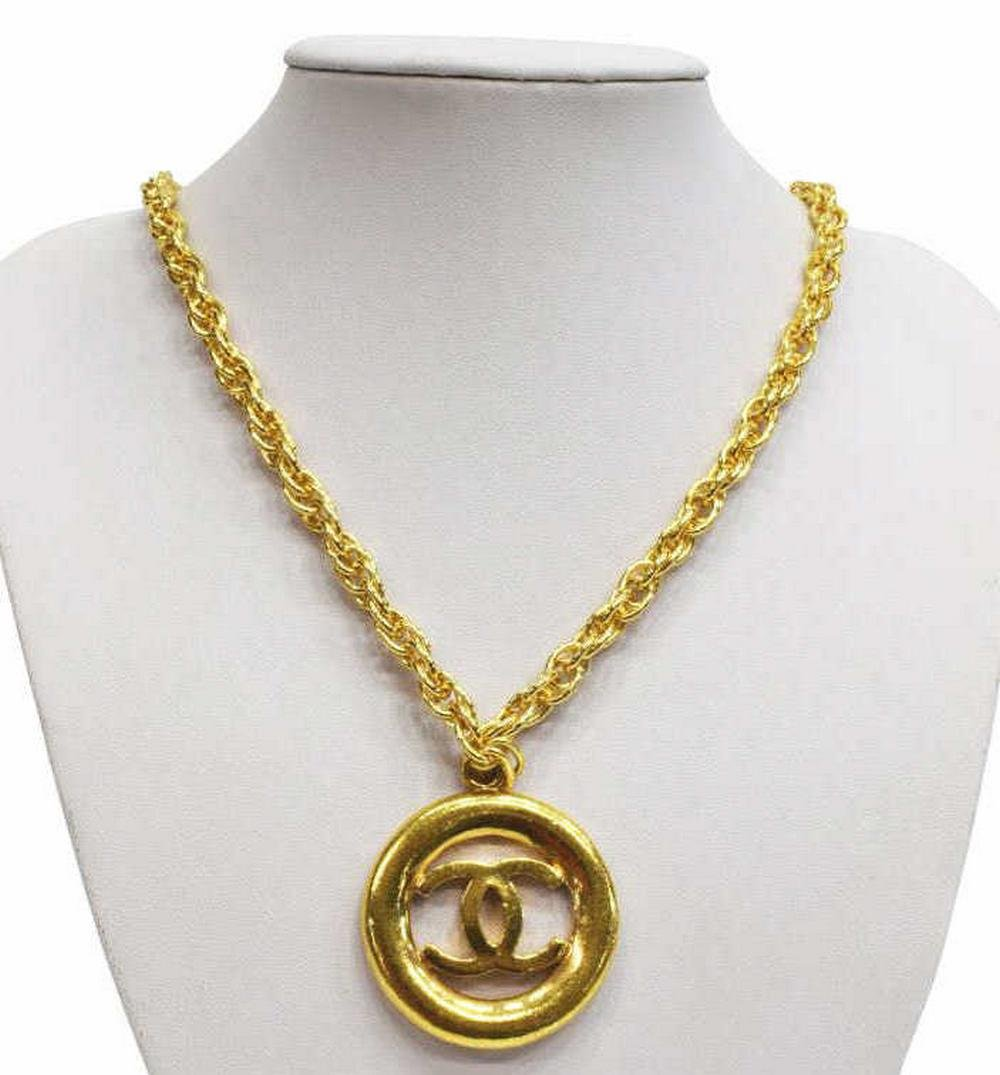 CHANEL GOLD-TONE CC LOGO MEDALLION NECKLACE