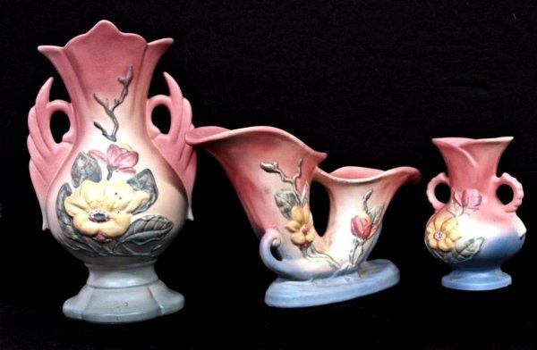 551: COLLECTION OF HULL ART POTTERY, MAGNOLIA PATTERN