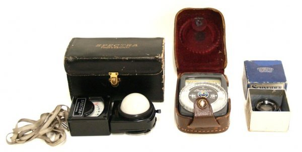 725: VINTAGE SPECTRA & GOSSEN LIGHT METERS & LENS