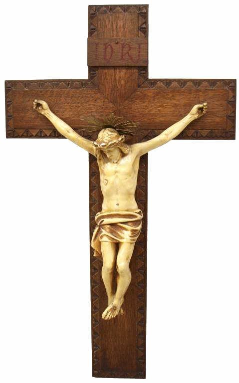 10: LARGE ANTIQUE RELIGIOUS CARVED OAK CRUCIFIX, SPAIN