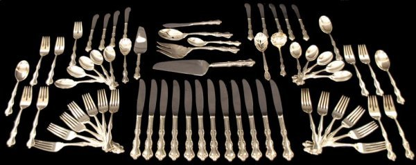 24: INTERNATIONAL STERLING SILVER FLATWARE SERVICE