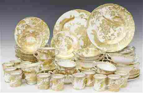 (92) ROYAL CROWN DERBY 'GOLD AVES' DINNER SERVICE