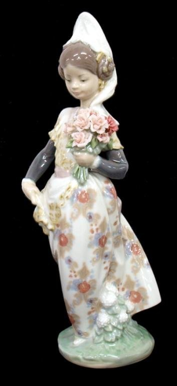 LLADRO PORCELAIN FIGURE, VALENCIAN LADY #1304
