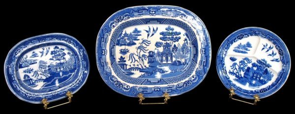 COLLECTION OF ENGLISH & DUTCH BLUE WILLOW CHINA