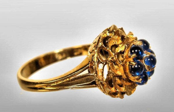 22: LADIES ESTATE RING, CHILEAN 18KT YELLOW GOLD