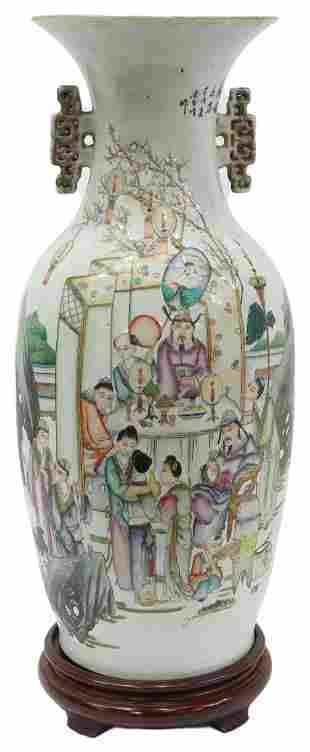 LARGE CHINESE FAMILLE ROSE PORCELAIN VASE ON STAND