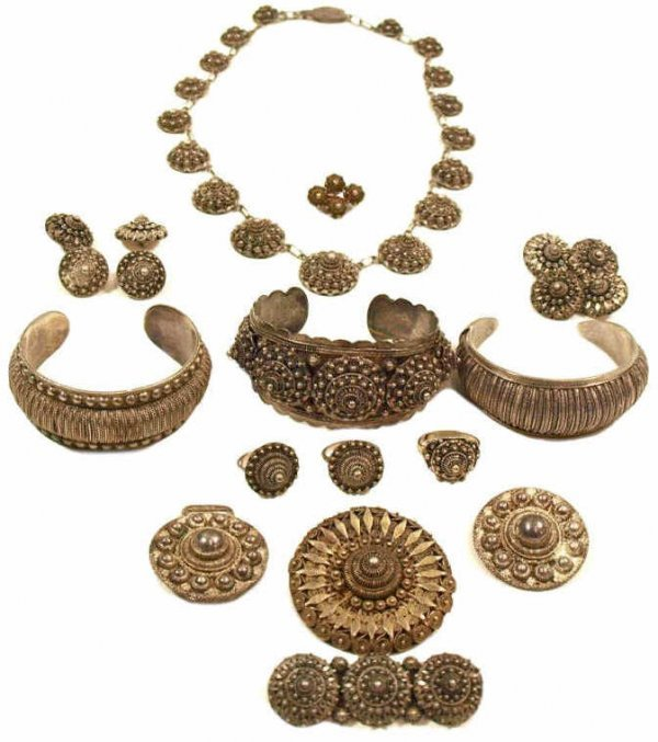 COLLECTION OF ASIAN SILVER FILIGREE JEWELRY