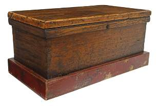 VINTAGE MIXED WOOD WORKMAN'S TOOL CHEST