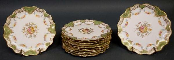 19TH C. WEDGWOOD PARCEL GILT FLORAL CABINET PLATES