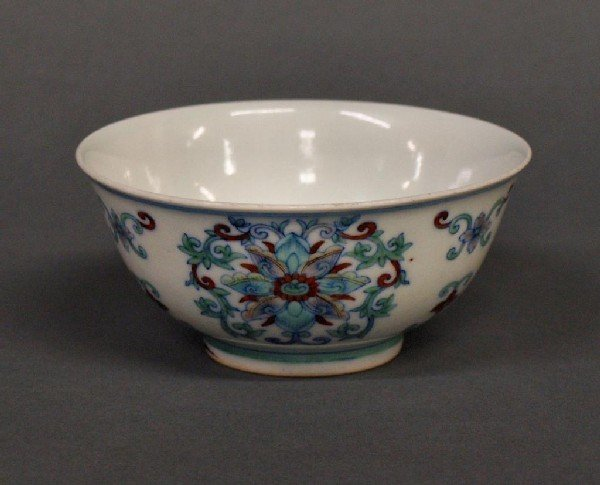 512: SMALL 19TH C. CHINESE PORCELAIN FAMILLE ROSE BOWL