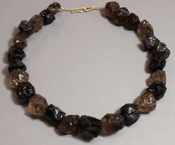 521: UNUSUAL ROUGH CUT SMOKY QUARTZ CHUNKY NECKLACE