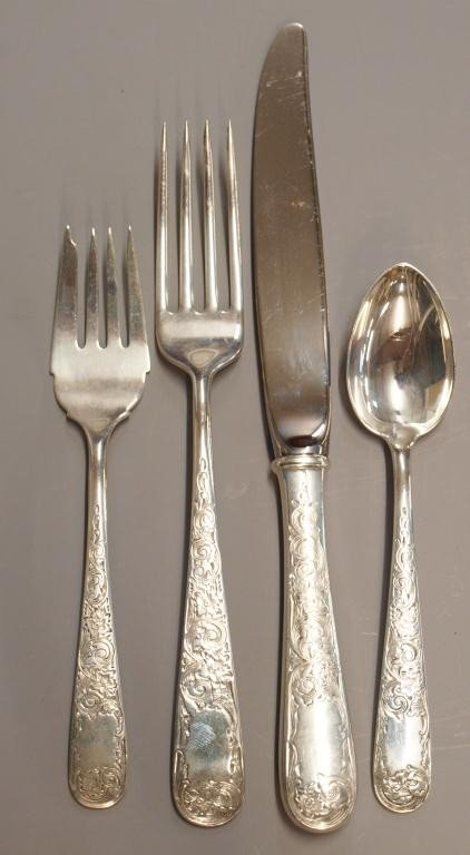 13: KIRK & SON 'OLD MARYLAND' STERLING SILVER FLATWARE