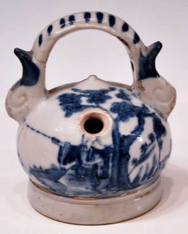 19: CHINESE QING BLUE & WHITE PORCELAIN LIMEPOT