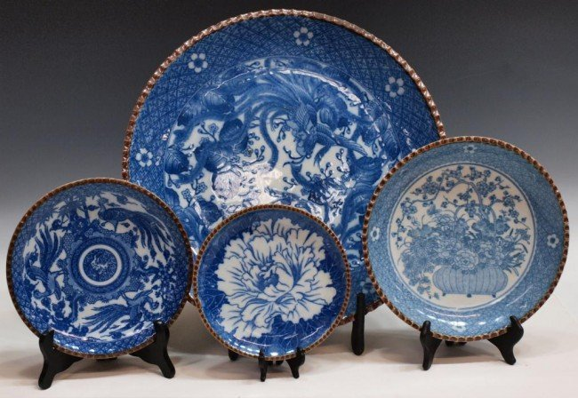 77: LARGE JAPANESE BLUE & WHITE CHARGER & PLATES