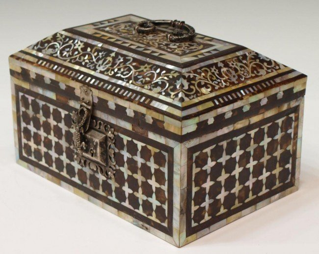207: 17TH C INDO-PORTUGEUSE MOP & TORTOISE SHELL CASKET
