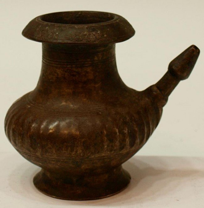 412: SMALL 17TH C ISLAMIC BRASS VESSEL