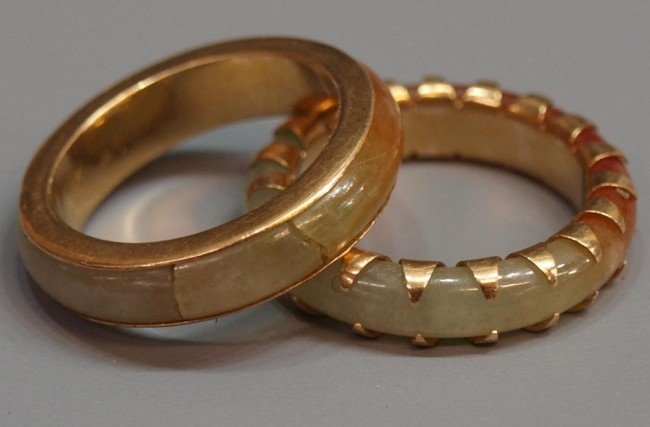 415: (2) LADIES JADE & GOLD RINGS