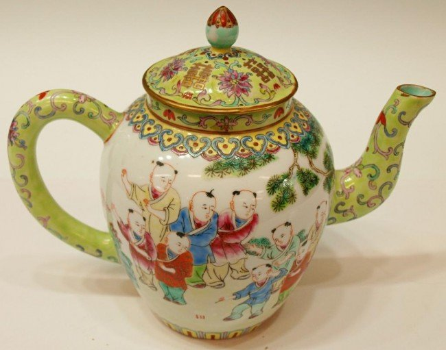 418: CHINESE PORCELAIN TEA POT, FIGURAL DECORATION