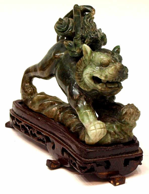 420: CHINESE CARVED JADE FOO LION ON A WOOD BASE