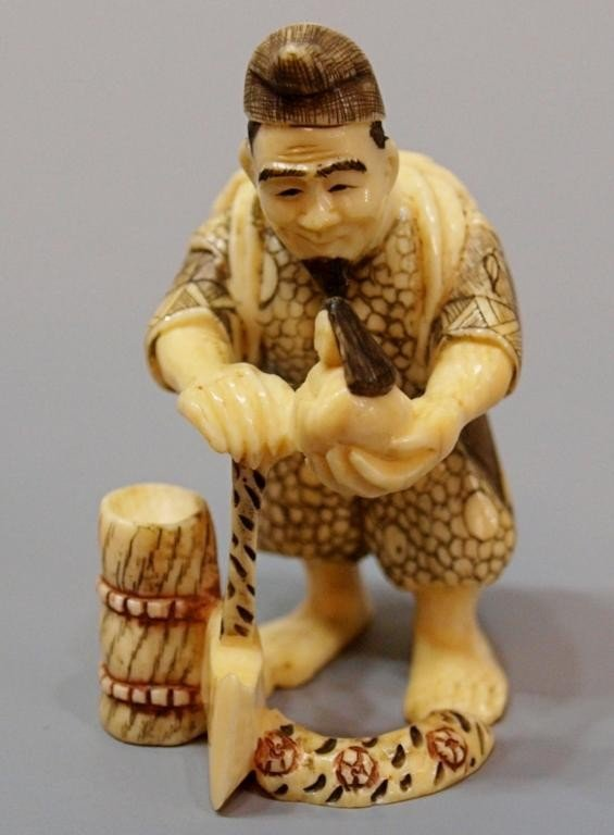 421: JAPANESE CARVED IVORY NETSUKE, MAN CARVING DOLL