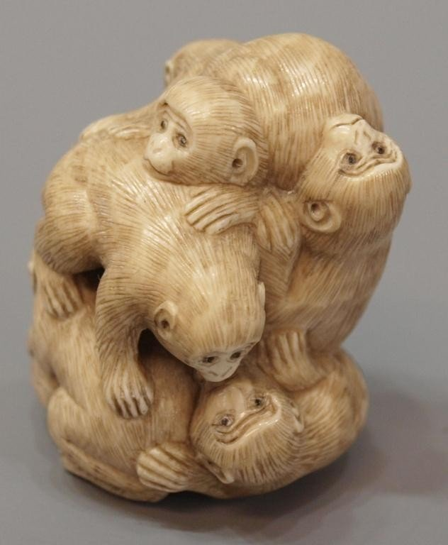 422: JAPANESE CARVED IVORY NETSUKE, SEVEN MONKEYS