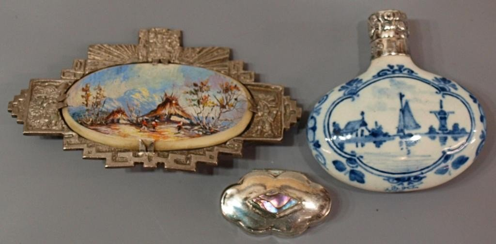19: MINIATURE DELFT STERLING BOTTLE, PAINTED BROOCH