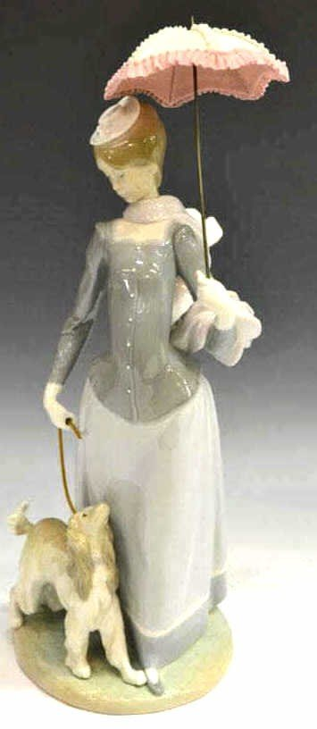 194: LLADRO FIGURE, 'LADY WITH SHAWL', #4914, RETIRED