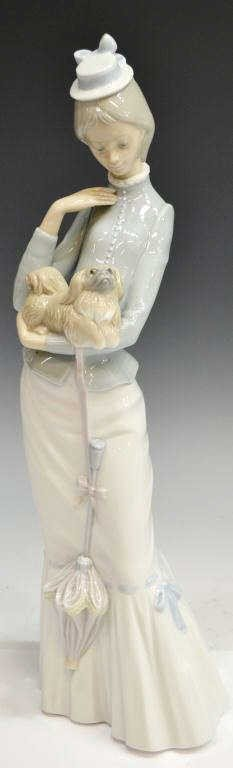 197: LLADRO PORCELAIN, WALK WITH THE DOG #4893, RETIRED