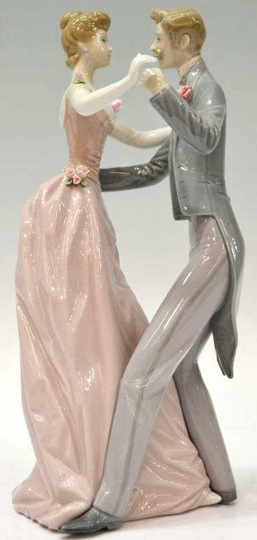 200: LLADRO FIGURE, 'ANNIVERSARY DANCE,' #1372, RETIRED