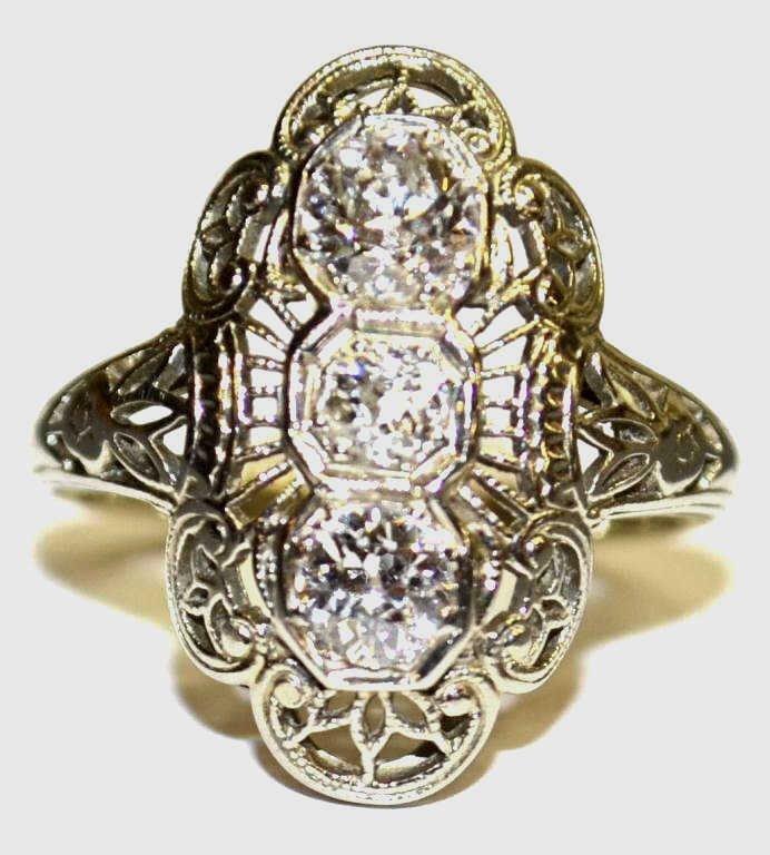 22: VINTAGE WHITE GOLD & DIAMOND FILIGREE ESTATE RING